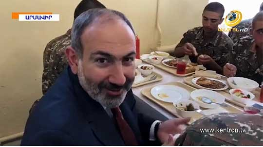 Անսահմանափակ սուխարի, հաց և լավաշ. Փաշինյանը ստուգել է զինվորների սննդի որակը